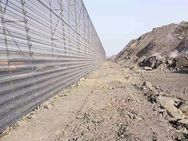 内蒙古苏海图kuang区防风抑尘网项目